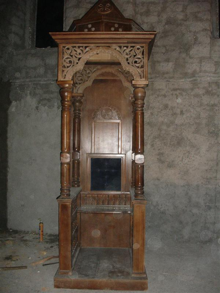 1 Архијерејски тронови